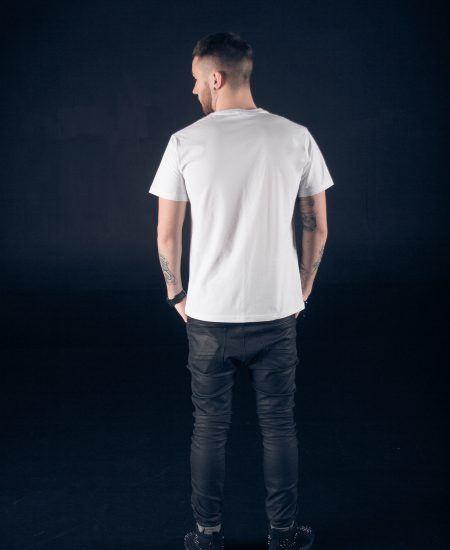 Man_back_white_tshirt